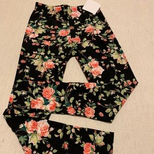 Leggings! Super Cute Floral Pattern 🌹 OS NWT